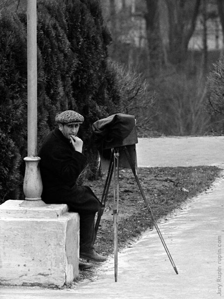 Old photographer, 1971
